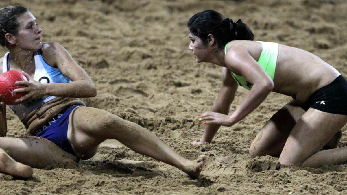 un-top-y-una-braga-la-norma-que-desata-la-ira-de-las-jugadoras-de-balonmano-playa.jpg